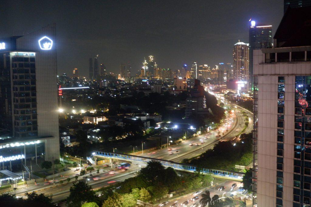 pemandangan kota jakarta malam hari