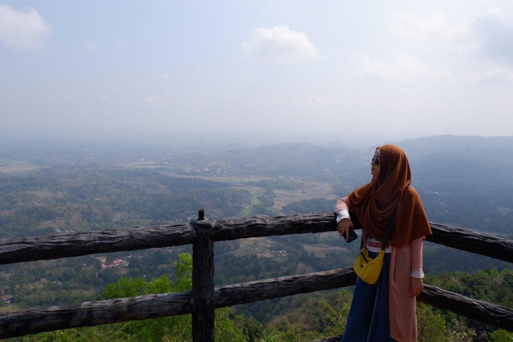 pemandangan alam dari atas puncak becici yogyakarta jogja